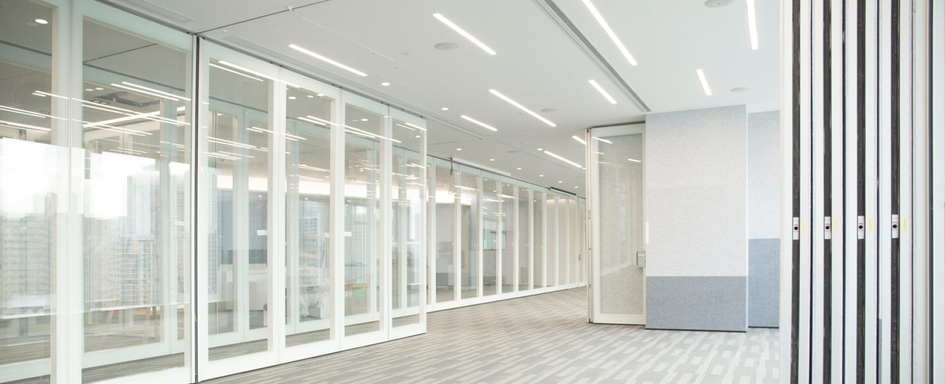 Movable solid and double glazed panels for a maximum of flexibility