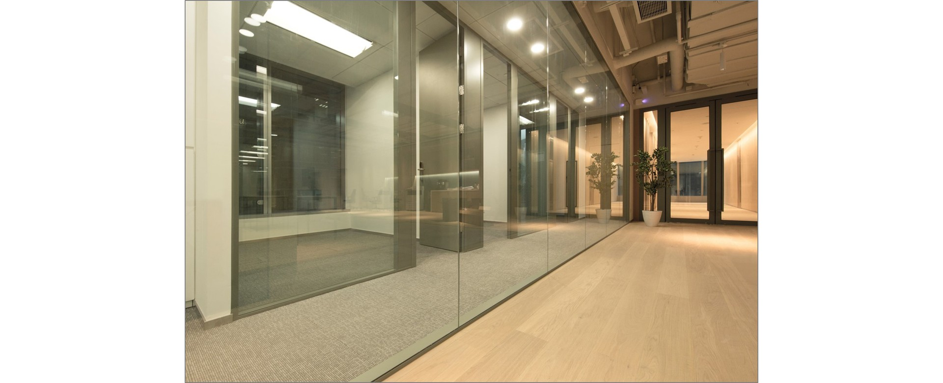 metropolines partition glazed solid